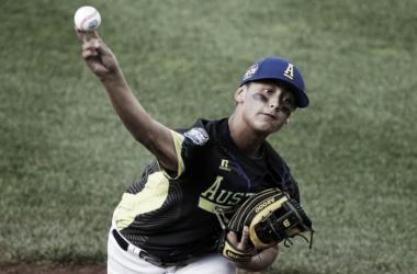 Campbell throws a pitch. (AP Photo/Gene J. Puskar)