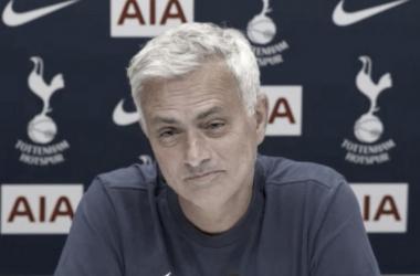 """Mourinho vê Tottenham longe de vaga à Liga dos Campeões: """"Temos que ser mais fortes mentalmente"""""""