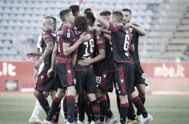 Cagliari abre boa vantagem, leva susto, mas supera Torino e vence segundo jogo consecutivo