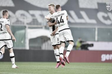 Com hat-trick de Cornelius, Parma goleia Genoa e mantém rival ameaçado de rebaixamento