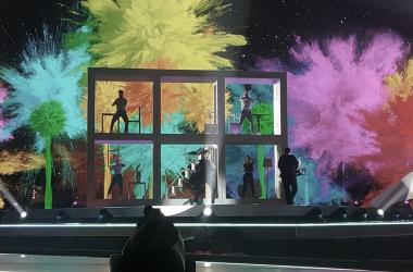 Puesta en escena colorida para La Venda / Eurovision