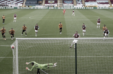 Wood marca no fim e garante empate para Burnley contra Wolverhampton