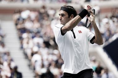 Com direito a pneu, Federer arrasa Goffin e segue firme na briga pelo hexa no US Open