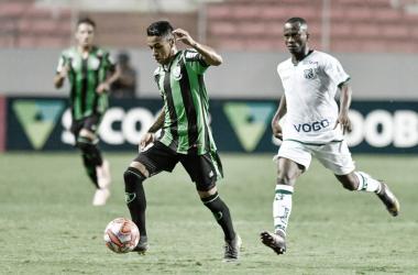 América-MG sofre, bate Caldense em lance bizarro e avança no Campeonato Mineiro