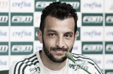 Edu Dracena em entrevista coletiva (Foto: Divulgação / SE Palmeiras)