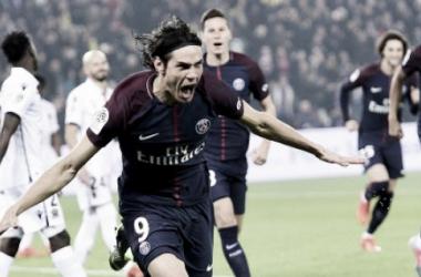 Edinson Cavani festeja uno de sus dos goles en la victoria 3-0 del PSG | Foto: Ligue 1