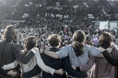 Pablo Iglesias junto a sus compañeros en un acto electoral. Fuente: Cuenta Oficial de Facebook de Pablo Iglesias (@IglesiasTurrionPablo).