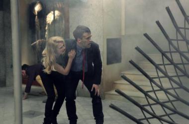 Ricardo Gómez y Carla Nieto en el capítulo de fin de temporada de 'Cuéntame' (Foto: RTVE)