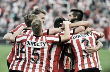 Jugadores del Pincha tras festejando un gol. Foto: Página oficial de Estudiantes de la Plata.