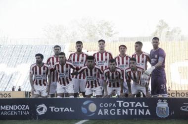 El equipo de el Pincha posa para la foto antes del partido. Foto: prensa EdLP.