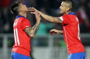 Un mágico Alexis y un oportuno Vidal alegran la noche en Chile