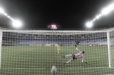 Marc Martínez para el penalti decisivo. Fuente: F.C Cartagena