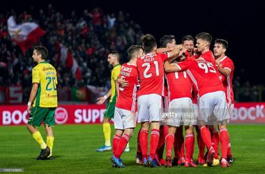 Benfica vence em Paços