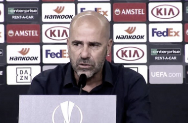 Peter Bosz elogia Leverkusen e mostra preocupação com suspensão de Aránguiz na Europa League