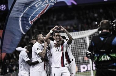 Jogadores do PSG comemoram com Di Maria mais um gol na partida (Foto: Reprodução/PSG)