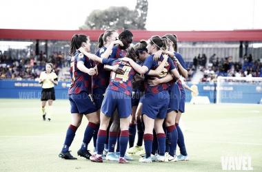Las azulgranas celebrando un gol ante el Club Deportivo Tacón en la jornada 1 de la Primera Iberdrola | Foto de Noelia Déniz, VAVEL