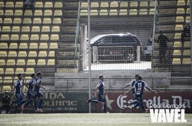 Pituli celebra el segundo gol con todo el equipo
