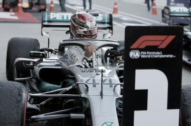 Hamilton recién llegado al box | Foto: Fórmula 1