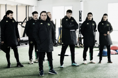 Guillermo Hoyos junto a su Cuerpo Técnico durante la primera práctica en Aldosivi (Foto: Club Atlético Aldosivi)