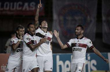 Com marcação alta, troca de passes envolvente e falhas do adversário, Flamengo domina Bahia