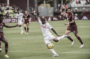 Com inferioridade numérica, Monaco supera bloqueio e vence Metz pelo Campeonato Francês