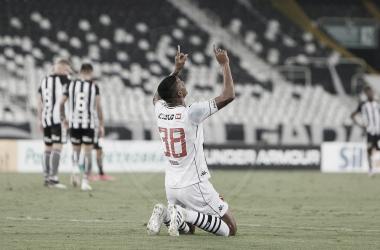Vasco encontra dois gols seguidos e derrota Botafogo no Nilton Santos