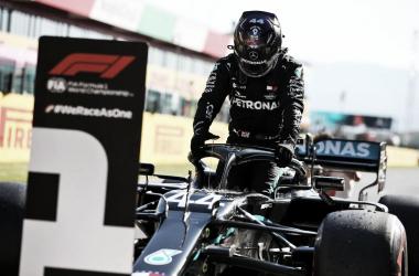 Hamilton anota una pole más en casa de Ferrari