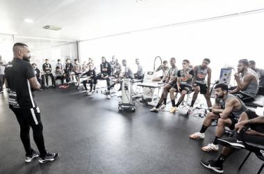 Coelho comanda último treino do Corinthians antes de jogo com Fluminense