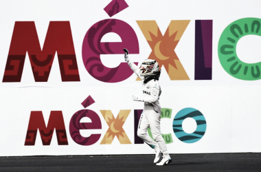 Lewis Hamilton a 14 pontos do paraíso