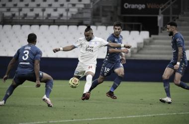 Em partida de poucas chances, Olympique de Marseille arranca empate do Metz no fim