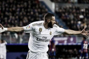 Karim Benzema celebra su primer gol ante la SD Eibar / Foto: Real Madrid (Twitter)