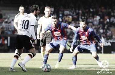 Em fases diferentes, Eibar e Valencia se enfrentam em LaLiga
