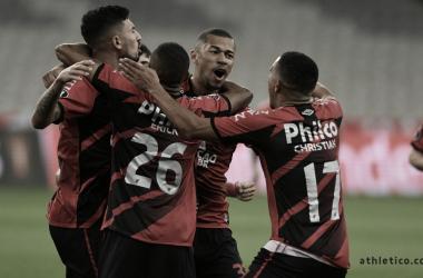 Com gols contra, Athletico vence Colo Colo e amplia vantagem na liderança de grupo C