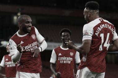 Arsenal tem dificuldades para encontrar espaços, mas vence West Ham em clássico londrino