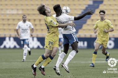 El Tenerife cede en Santo Domingo (2-0)