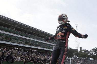 Verstappen se da la victoria en Interlagos