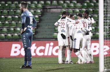 Ekambi dá show em vitória do Lyon contra o Metz