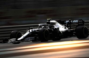 Valtteri Bottas domina sexta-feira de treinos livres em Abu Dhabi, último GP do ano