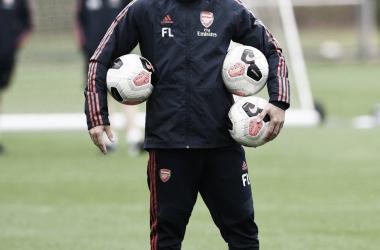 Freddie Ljungberg dirigiendo la sesión de hoy / Fuente: Twitter oficial del Arsenal