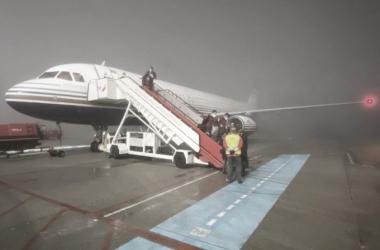 El avión en el aeropuerto vigués || Foto: Sevilla FC