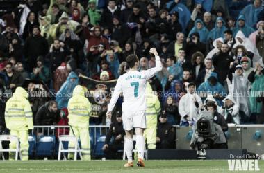 Cristiano Ronaldo mira a los aficionados tras un partido I Foto: Daniel Nieto (VAVEL)
