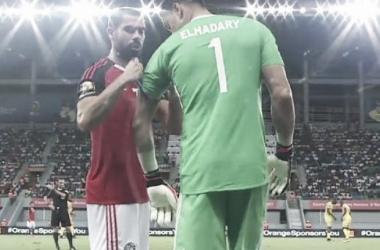 El-Hadary prestes a entrar em campo - e na História: o goleiro de 44 anos foi peça importante no empate em 0 a 0 do Egito com o Mali (Foto: Divulgação/Twitter)