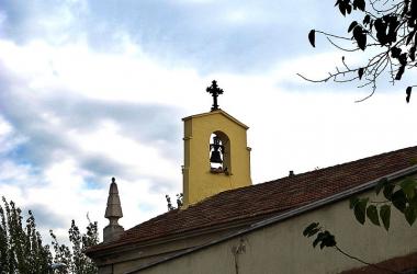 """Imagen de la llamada """"parroquia roja"""" una iglesia situada en el madrileño barrio de Vallecas conocida por involucrarse en los problemas de la zona como la droga. Fuente: wikicommons"""