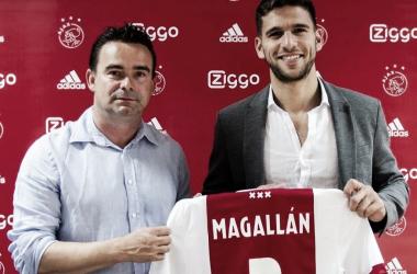 Presentación oficial del zaguero en el club holandés (Foto: Ajax FC).