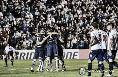 """<p class=""""MsoNormal"""">Festejo del primer gol Canalla en el estadio Gran Parque Central. Foto: Club Atlético Rosario Central</p>"""