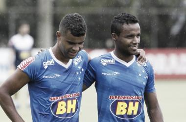 Categoria de Alisson e velocidade de Elber foram primordiais na vitória do Cruzeiro (Foto: Washington Alves/Light Press)