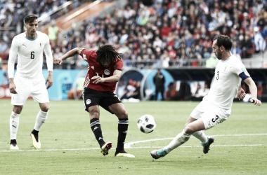 Elneny dispara en el partido entre Egipto y Uruguay | Fotografía: Arsenal