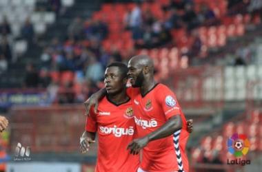 La SD Huesca sucumbe en el Nou Estadi