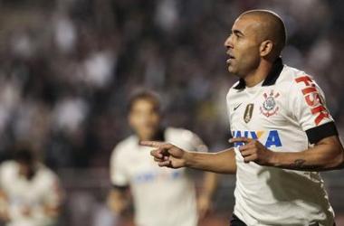 Emerson Sheik marca e Corinthians garante a primeira vitória no Brasileirão