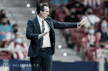 Unai Emery dando indicaciones en el partido contra el Atlético de Madrid. | Imagen: @VillarrealCF